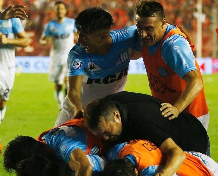 Coudet corrió a gritar el gol con sus jugadores.