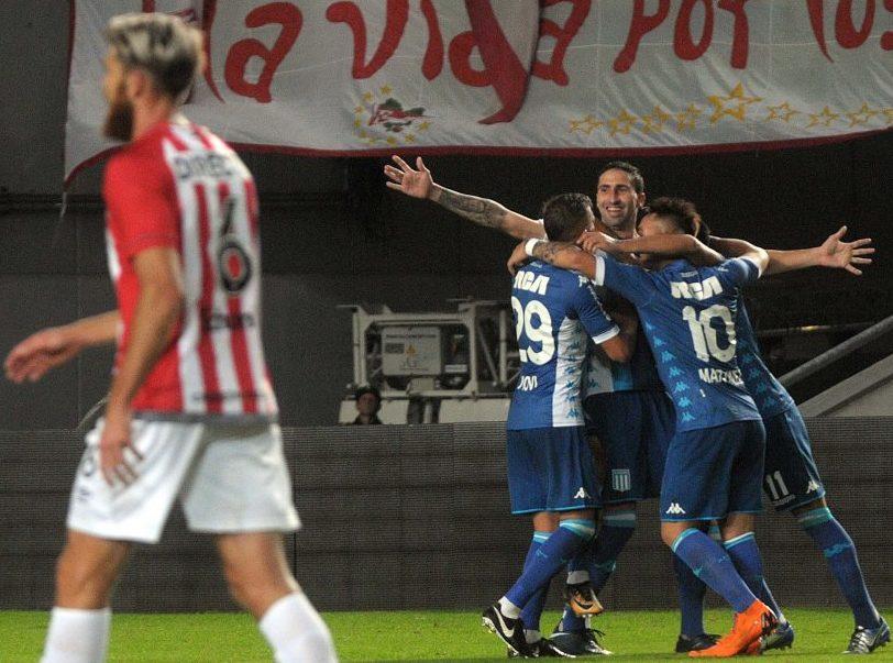 Donatti festeja su gol en la última victoria de Racing frente a Estudiantes.