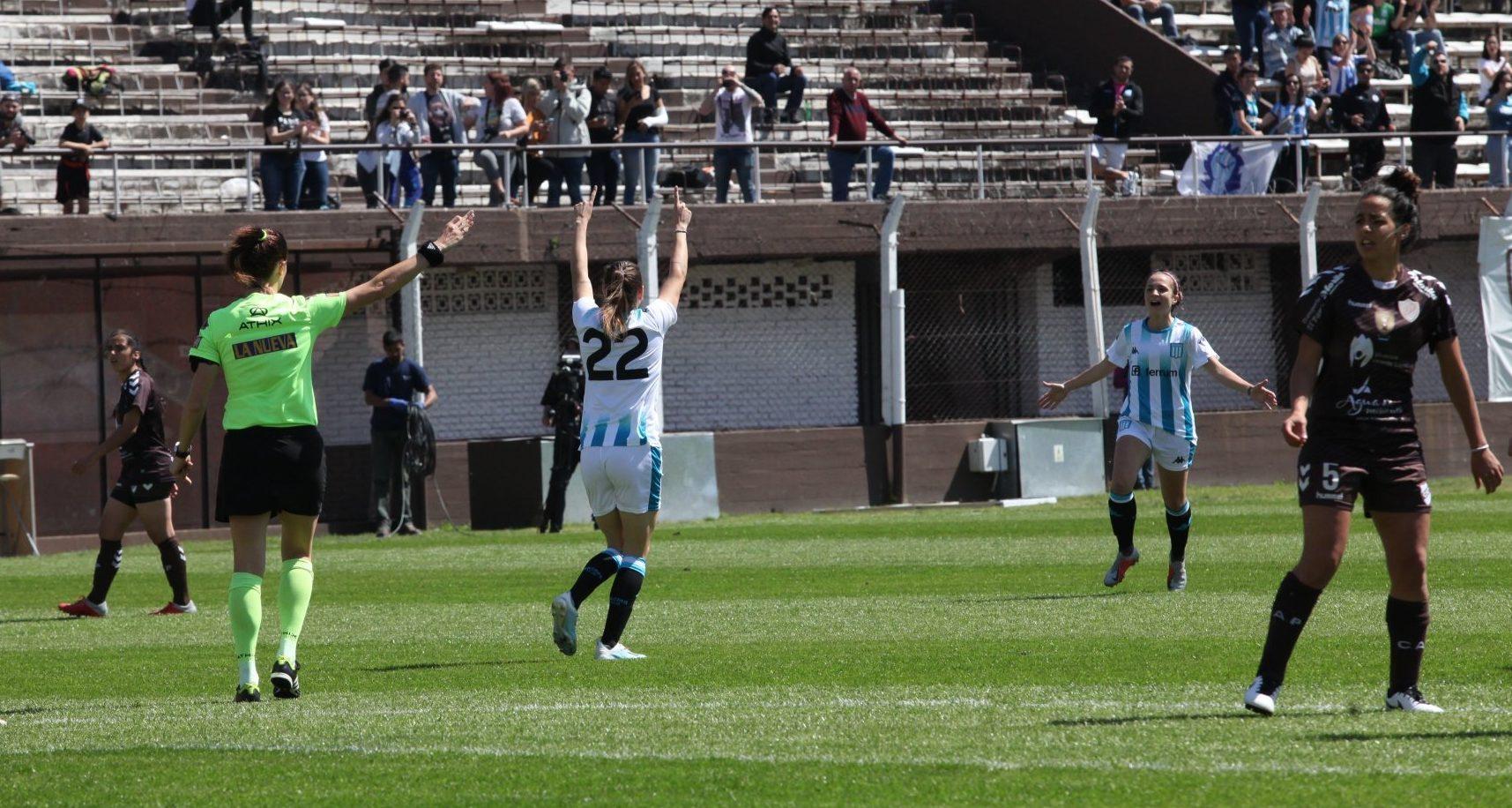 Menéndez marca el 1-0. Foto: Racing Club.