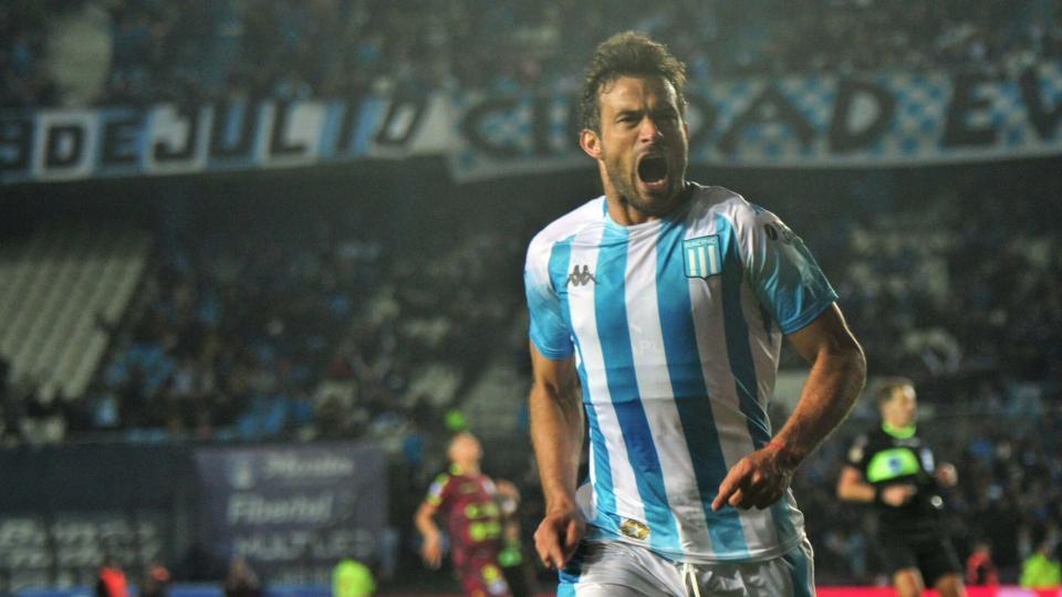 Recuperado totalmente de su lesión, Darío Cvitanich volvió al once titular.