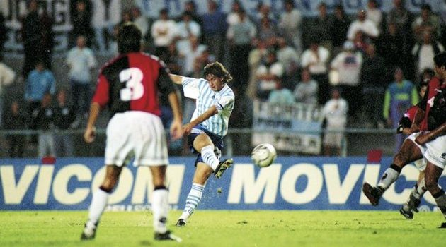 A 20 años del primer gol de Milito en Primera.