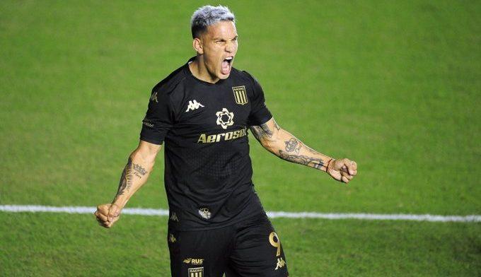 Copetti metió el 2-1 contra Sportivo Belgrano.