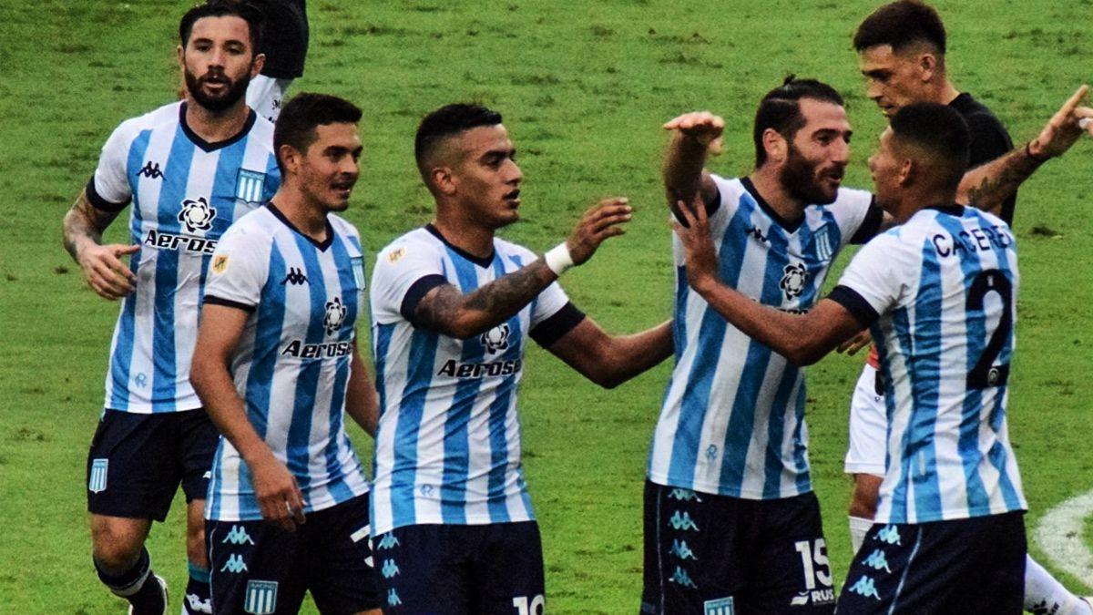 Piatti se abraza con Cáceres.