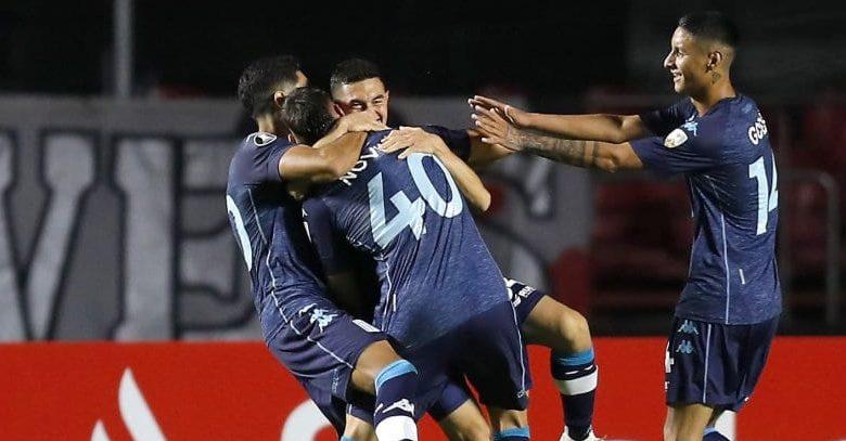 Novillo celebra su primer gol en Racing.