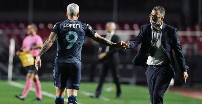 Copetti celebra su gol con Pizzi.