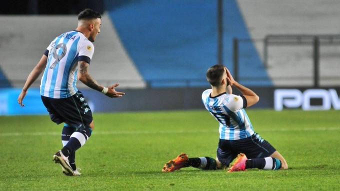 En sus primeros minutos tras la lesión, Garré clavó un golazo.